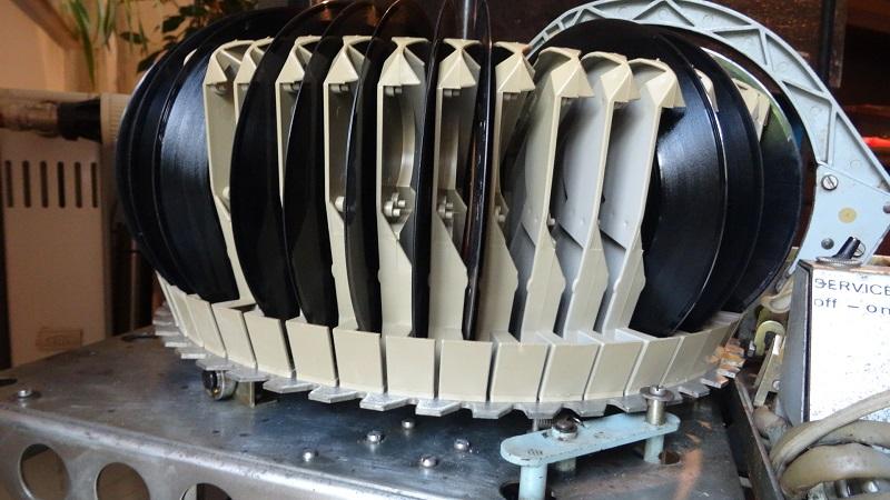 Der Carillon Plattenkorb fasst 50 Singles