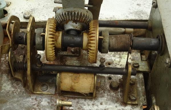 Getriebe und Magnet zum Umschalten A und B-Seite
