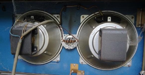Die Lautsprecher oben sind noch Original-Lautsprecher